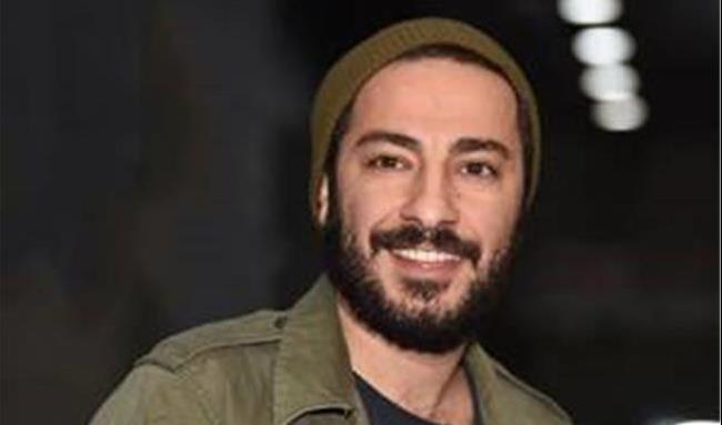 استایل نوید محمدزاده در  اختتامیه جشنواره تئاتر فجر سوژه شد