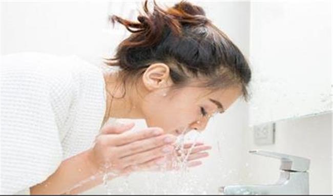 ۷ قانون مهم برای شستن پوست صورت  / با این نکات پوست زیبا و  شفاف داشته باشید