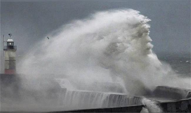 عکس شگفت انگیز از امواج دریا که پربازدید شد