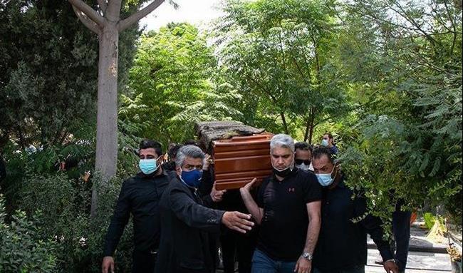 تصاویری از وداع تلخ دختر علی سلیمانی با پدرش