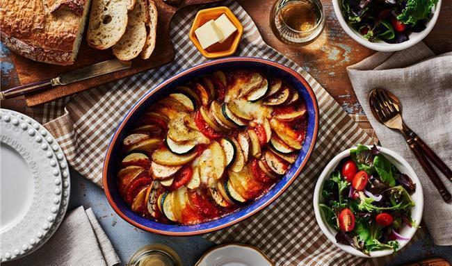 طرز تهیه یک غذای گیاهی سالم و خوشمزه / راتاتویی فرانسوی را چطور بپزیم؟