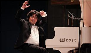 شوخی بامزه سامان احتشامی با پیانو  + فیلم