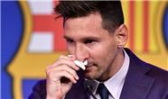 خداحافظی پر از اشک مسی با تیم بارسلونا + فیلم