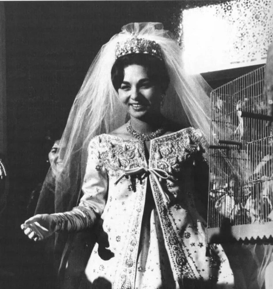 فرح دیبا در لباس عروسی طراح کریستن دیور